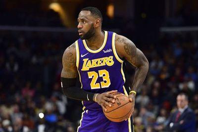 Lakers y Bucks se mantienen líderes