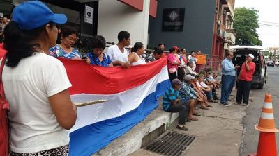 Afectados por Yacyretá piden trabajo y cuestionan tercerización
