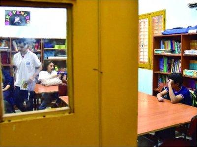 """Docentes se movilizan contra cierre de aulas, ya que """"causará deserción"""""""