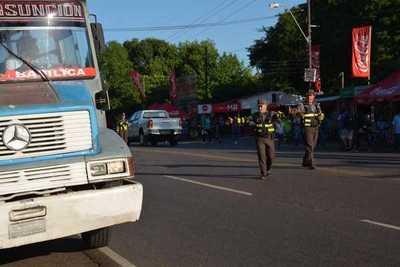 Caminera advierte multa por arrojar basura en las rutas es de G. 843.400