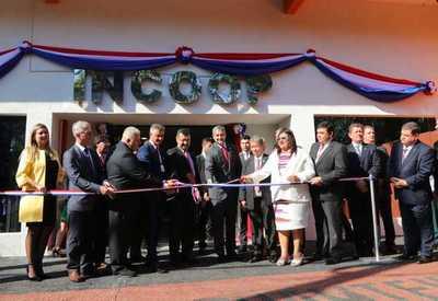 Presidente destaca impacto de los cooperativistas en la economía en inauguración de local del Incoop