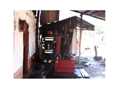 Gomería arde en llamas en San Juan Bautista