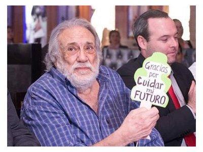 Senadores condecorarán a Humberto Rubin