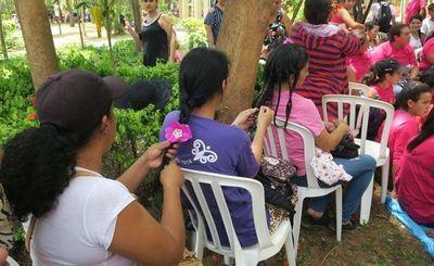 Paraguayas se trenzan el pelo para crear confianza ante la violencia machista