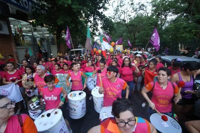 Piden justicia y no más violencia contra las mujeres en nutrida marcha del 25NPy
