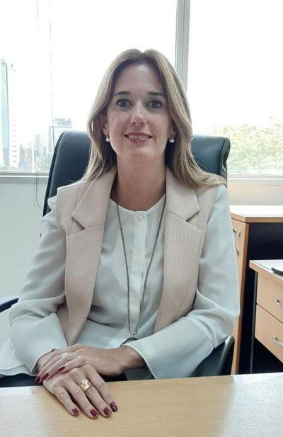 Primera Mujer en cargo de Directora de AFD