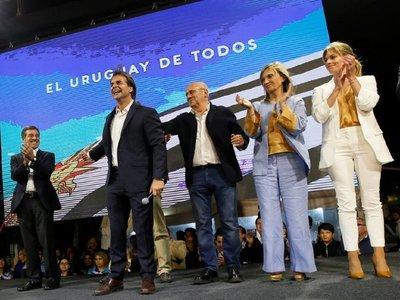Lacalle dice que Vázquez ya llamó a felicitarlo por triunfo en Uruguay