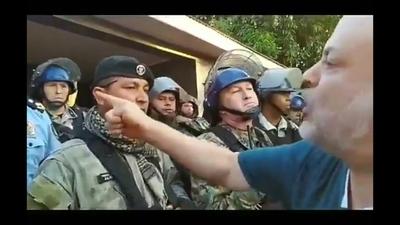 Policía denuncia a Payo Cubas por agresión y daño a patrullera