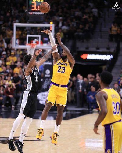 James y Antetokounmpo ganan a ritmo de MVP