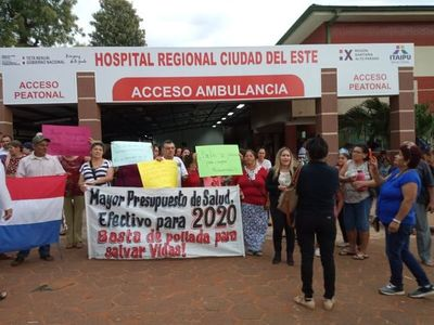 Manifestantes piden recortar gastos superfluos y triplicar presupuesto para salud en CDE