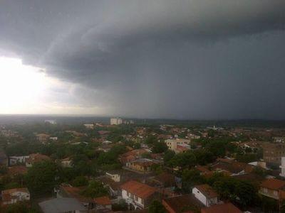 Renuevan alerta por tormentas para 10 departamentos