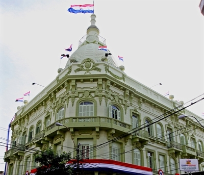 Funcionarios de Hacienda anuncian huelga de 15 días