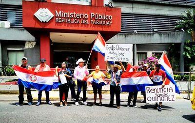 Por inacción ante corrupción, piden renuncia de Quiñónez