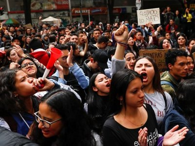 Colombianos vuelven a las calles, tras diálogo fallido con el Gobierno