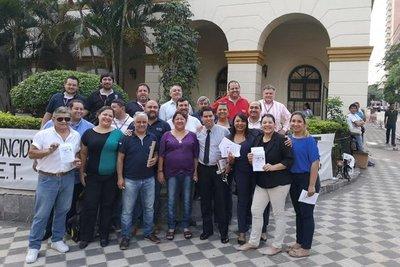 Funcionarios de Hacienda inician huelga en reclamo de reajustes salariales