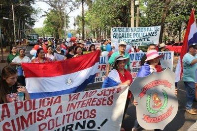 Oficiales retirados de la Policía Nacional se suman a protestas por mayor presupuesto