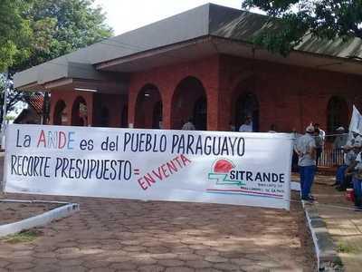 Trabajadores de ANDE logran aumento salarial y levantan huelga