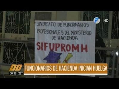 Funcionarios de Hacienda inician huelga