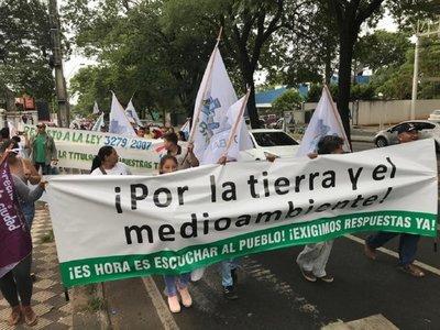 Marcha sobre Mariscal López por medioambiente y derecho a tierra
