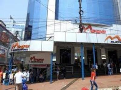 Mega Electrónicos: Turista denuncia maltrato en local comercial