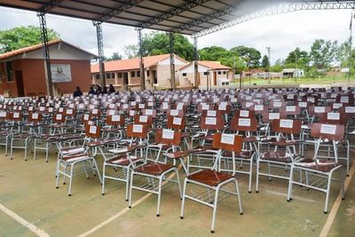 Entregan muebles a locales educativos de Unión, en San Pedro