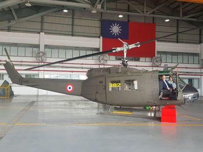 Jopói oguahê mbohapy helicóptero UH-1H Paraguáipe