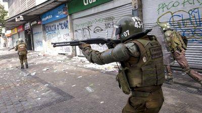 Chile respira violencia, salida a la crisis se aleja y debilita a Piñera