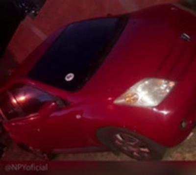 Motochorros roban auto a punta de pistola