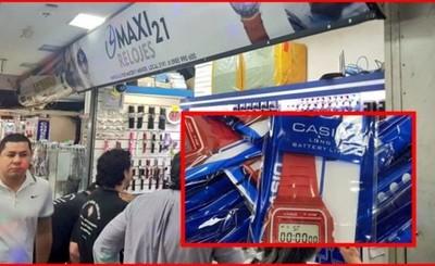 Incautan relojes presumiblemente falsificados en el microcentro de CDE