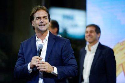 Lacalle Pou será el próximo presidente de Uruguay: alcanzó la ventaja necesaria sobre Martínez