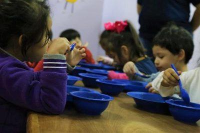 Almuerzo escolar no sería entregado en una enorme cantidad de municipios del país durante 2020