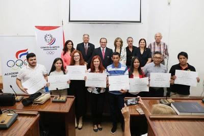 Premian a ganadores del concurso de cuentos cortos en guarani y castellano