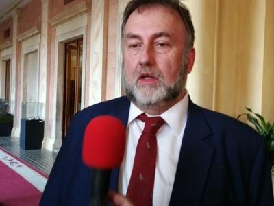 Es una 'vergüenza' lo que están haciendo los sindicatos, dice ministro de Hacienda
