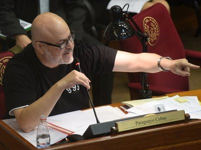Senado expulsa a Paraguayo Cubas