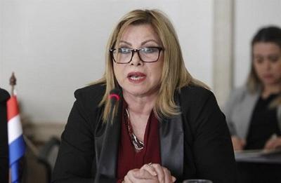 Ministra obtiene orden judicial para repeler a escrachadores