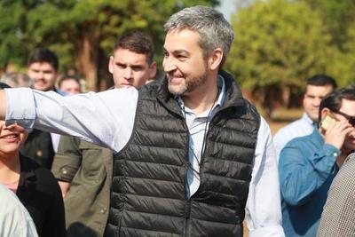 Abdo Benítez saluda a presidente electo de Uruguay