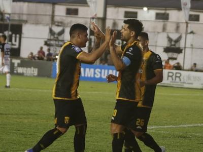 Ortigoza guía el triunfo del Indio y pone contra las cuerdas a Gral. Díaz