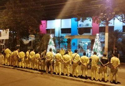 Bomberos se manifiestan en Roque Alonso por más presupuesto