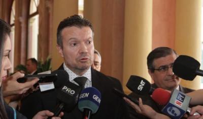 Refuerzan seguridad del ministro Carlos Arregui