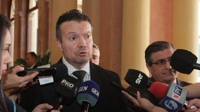 Ministro Arregui de Seprelad fue amenazado por encapuchados