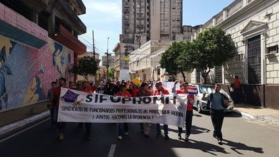 Funcionarios del Fisco, en espera de un acuerdo