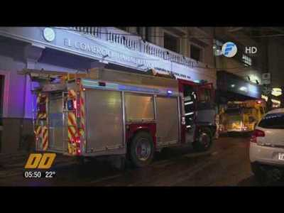 Aseguradora en llamas en el centro de Asunción