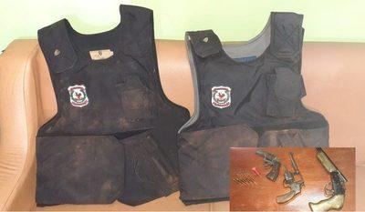 Recuperan chalecos que utilizaron delincuentes para huir de asalto