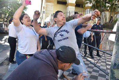 Levantan huelga en Hacienda tras llegar a acuerdo