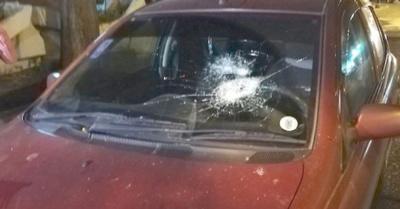 """""""Nervioso"""" cascoteó el auto de una profesora"""