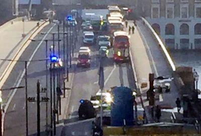 Ataque con cuchillo en puente de Londres se salda con dos muertos