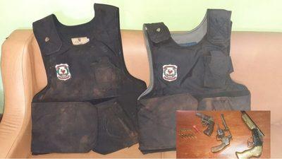 Recuperan chalecos de la Policía Nacional en el km 24   Minga Guazú