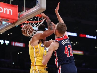 Lakers se mantienen triunfales