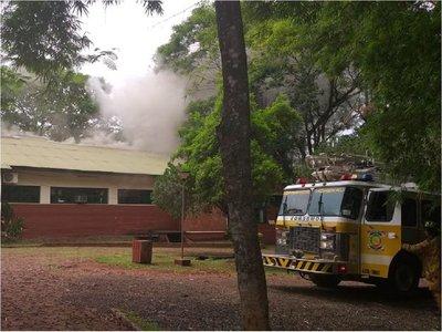 Bomberos controlan principio de incendio en hospital de Hohenau