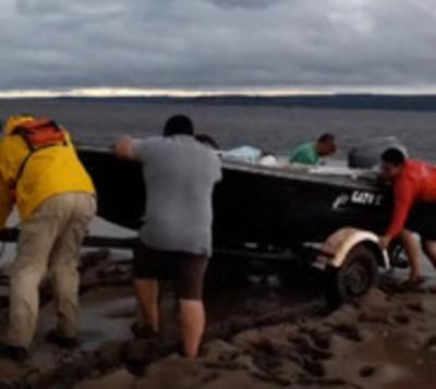 Rescatan con vida a desaparecidos en lago Ypacaraí
